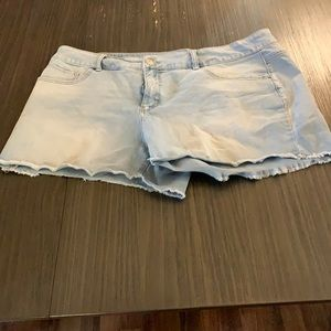 Size 20 Time & Tru mid rise shorts